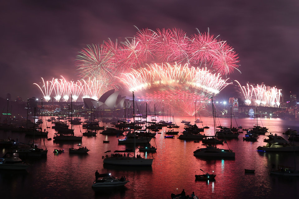 SYDNEY, AUSTRALIA - JANUARY 01: The fireworks at Mrs Macquaries chair on New Year's Eve on January 1, 2016 in Sydney, Australia. (Photo by Tony Feder/Getty Images)