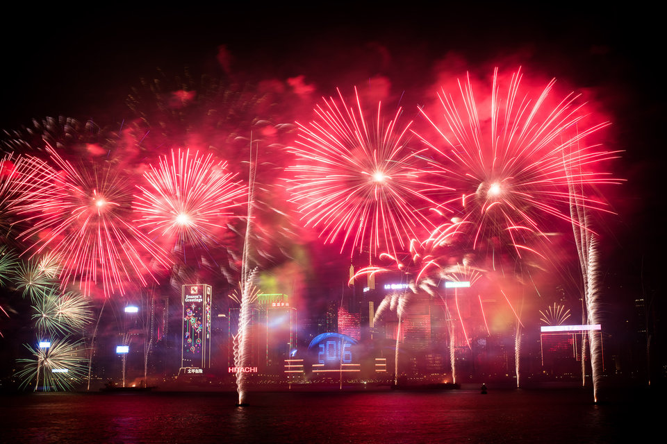 Fireworks are seen over the city's skyline in Hong Kong on January 1, 2016 as part of the 2016 new year celebrations. AFP PHOTO / Philippe Lopez / AFP / PHILIPPE LOPEZ (Photo credit should read PHILIPPE LOPEZ/AFP/Getty Images)